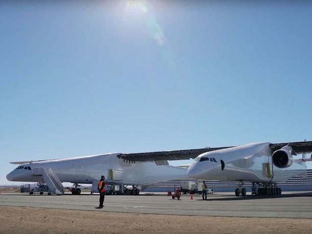 Lebih Lebar dari Lapangan Bola, Ini Dia Pesawat Terbesar di Dunia