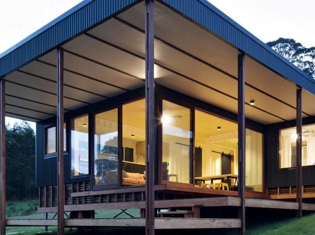 Desain yang sangat minimalis ini membuatnya menjadi hemat lahan namun tetap tampak mewah. Istimewa/Simon Whitbread/Inhabitat.