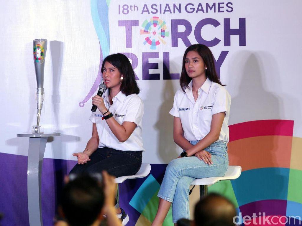 Kirab obor Asian Games 2018 itu akan dilangsungkan di beberapa kota. Dian di Solo dan Mikha di Palembang.