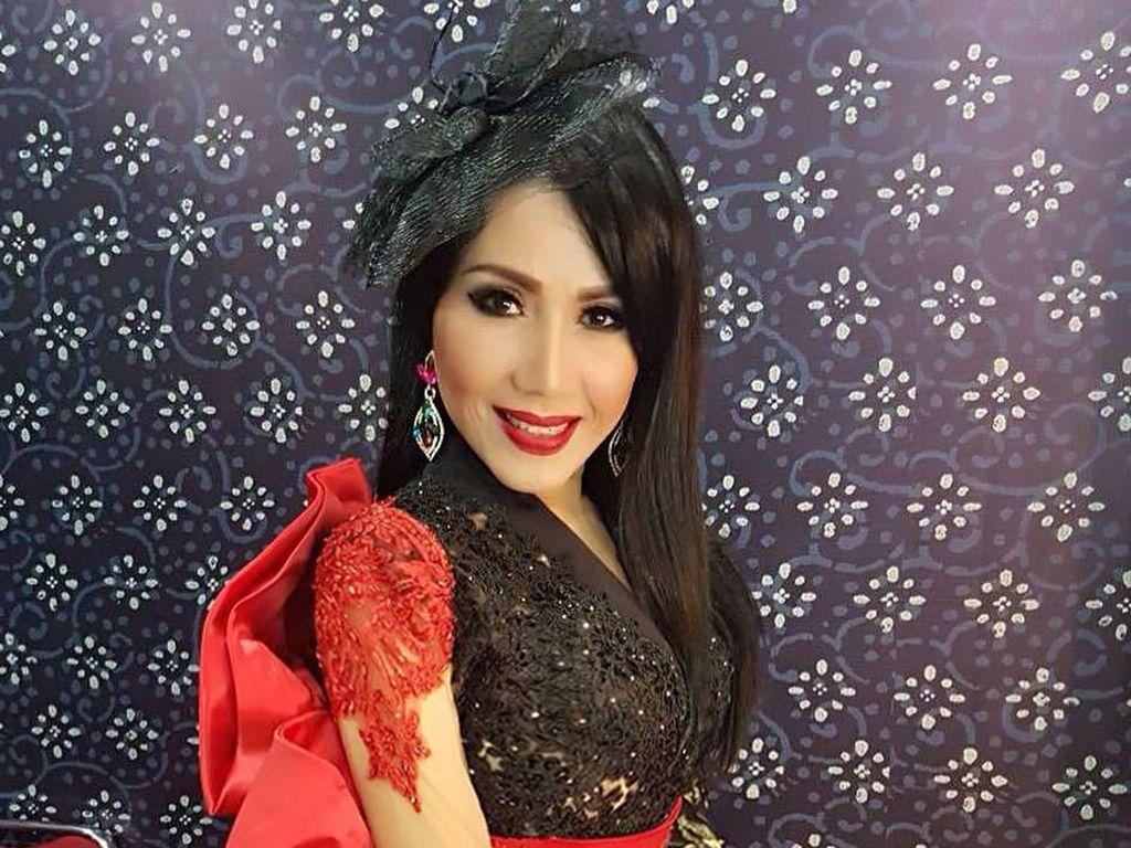 Foto: Pesona Pedangdut Rita Sugiarto yang Tetap Awet Muda di Usia 57