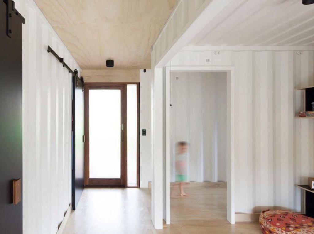 Rumah ini menggunakan pintu geser. Istimewa/Simon Whitbread/Inhabitat.