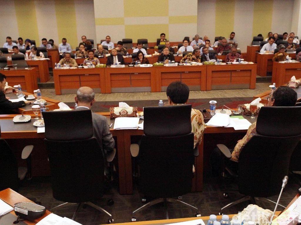 Rapat yang diagendakan pukul 10.00 WIB ini membahas pembicaraan pendahuluan RAPBN tahun anggaran 2019 dan RKP Tahun 2019 dengan penyampaian dan pengesahan laporan panja-panja.
