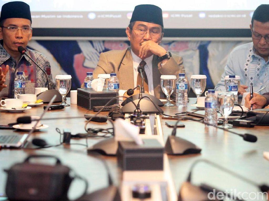 Diskusi tersebut membahas berbagai hal dalam bidang ekonomi Indonesia.