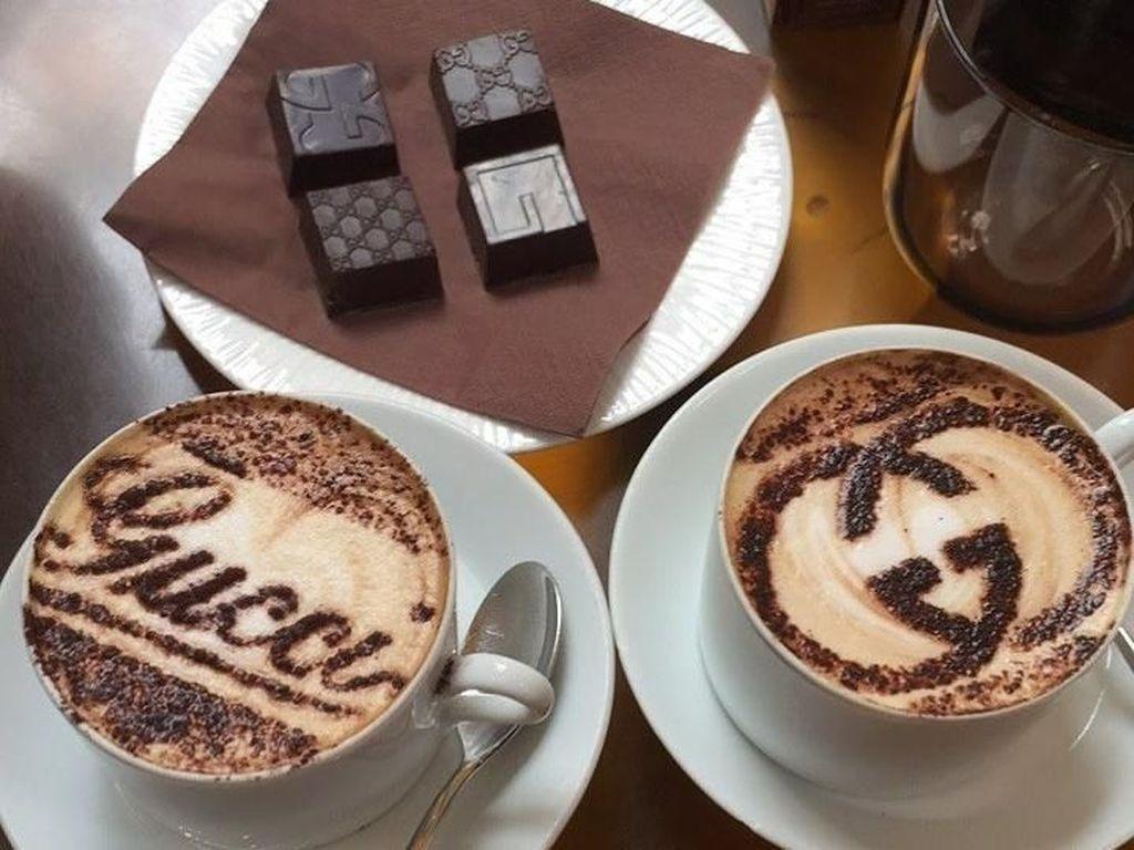Ini dia coffee shop mewah dan mahal di wilayah Tokyo, Jepang. Gucci punya interior yang mewah dan nyaman. Kopi espresso di sini dijual sebesar $9 (Rp 129 ribu). Karenanya coffee shop ini lebih banyak dikunjungi pengusaha wanita. Foto: Istimewa