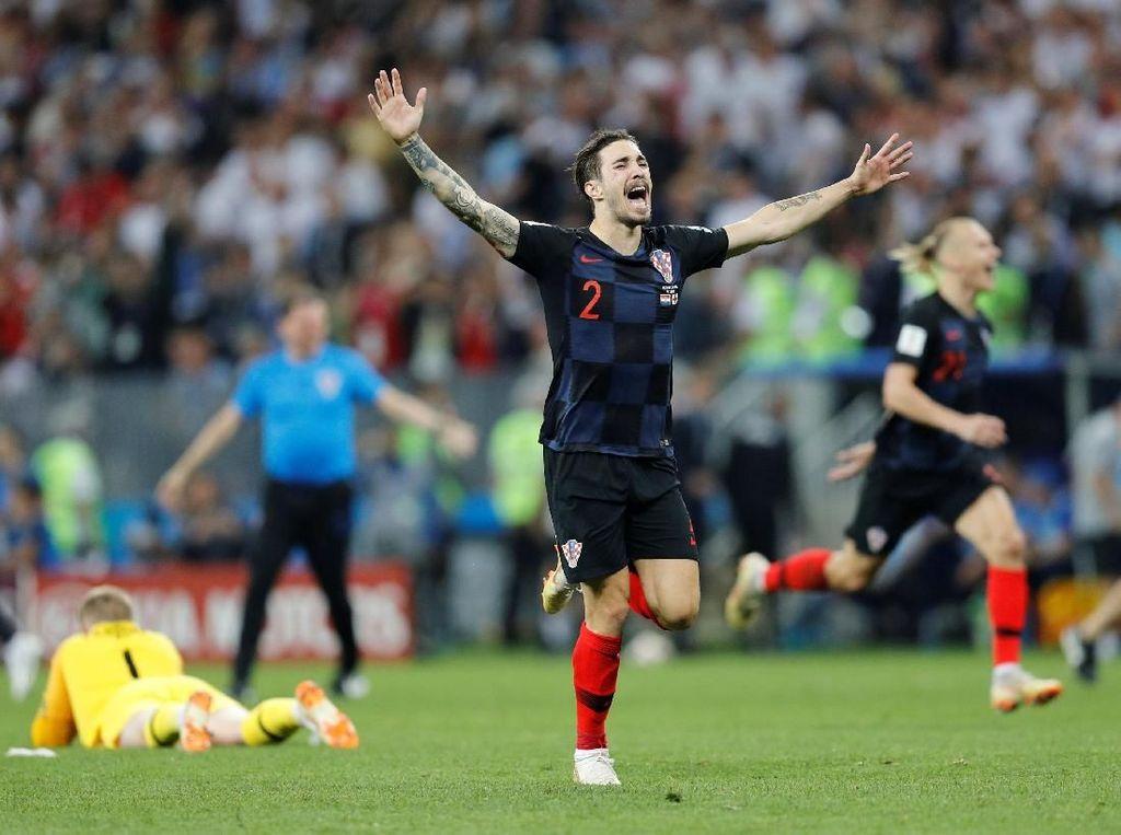 Sime Vrsaljko menjadi sosok krusial di sisi kanan Kroasia. Bek sayap ini menciptakan assist untuk gol Ivan Perisic ke gawang Inggris dan melakukan sapuan krusial untuk menyelamatkan gawangnya. (Foto: Darren Staples/Reuters)