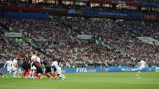 Kieran Trippier mencetak gol pertamanya di Piala Dunia. Gol itu juga menjadi yang pertama bagi bek 27 tahun tersebut bersama timnas Inggris.(REUTERS/Carl Recine)