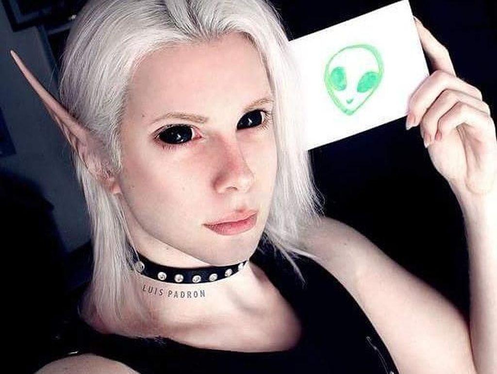 Transformasi Pria yang Habiskan Rp 431 Juta Demi Jadi Elf Luar Angkasa