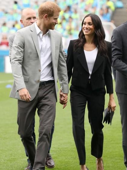 Foto: Gaya Pangeran Harry dan Meghan Markle Kompak Pakai Blazer