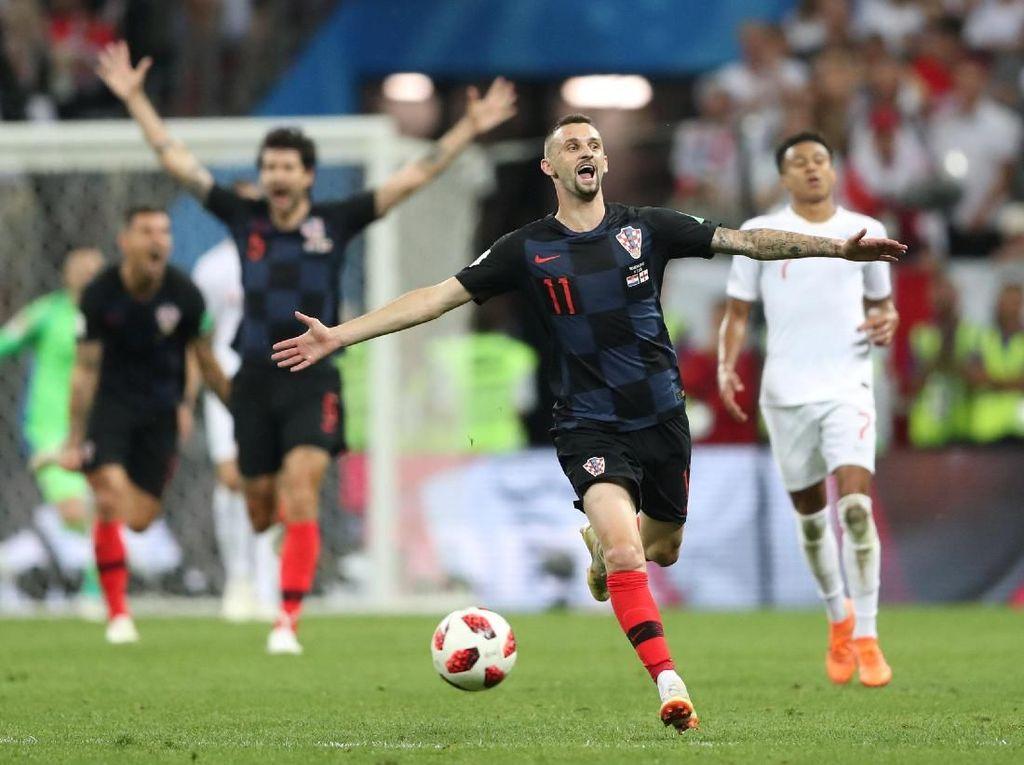 Pada akhirnya, skor tidak berubah hingga peluit panjang berbunyi. Kroasia menang 2-1 atas Inggris dan lolos ke final. (Foto: Reuters)