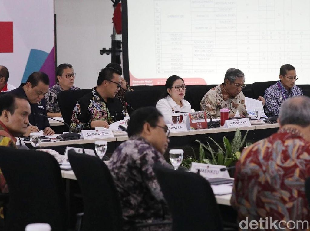 Rapat dihadiri Menteri Pemuda dan Olah Raga Imam Nahrawi dan Wakil Gubernur DKI Jakarta Sandiaga Uno.
