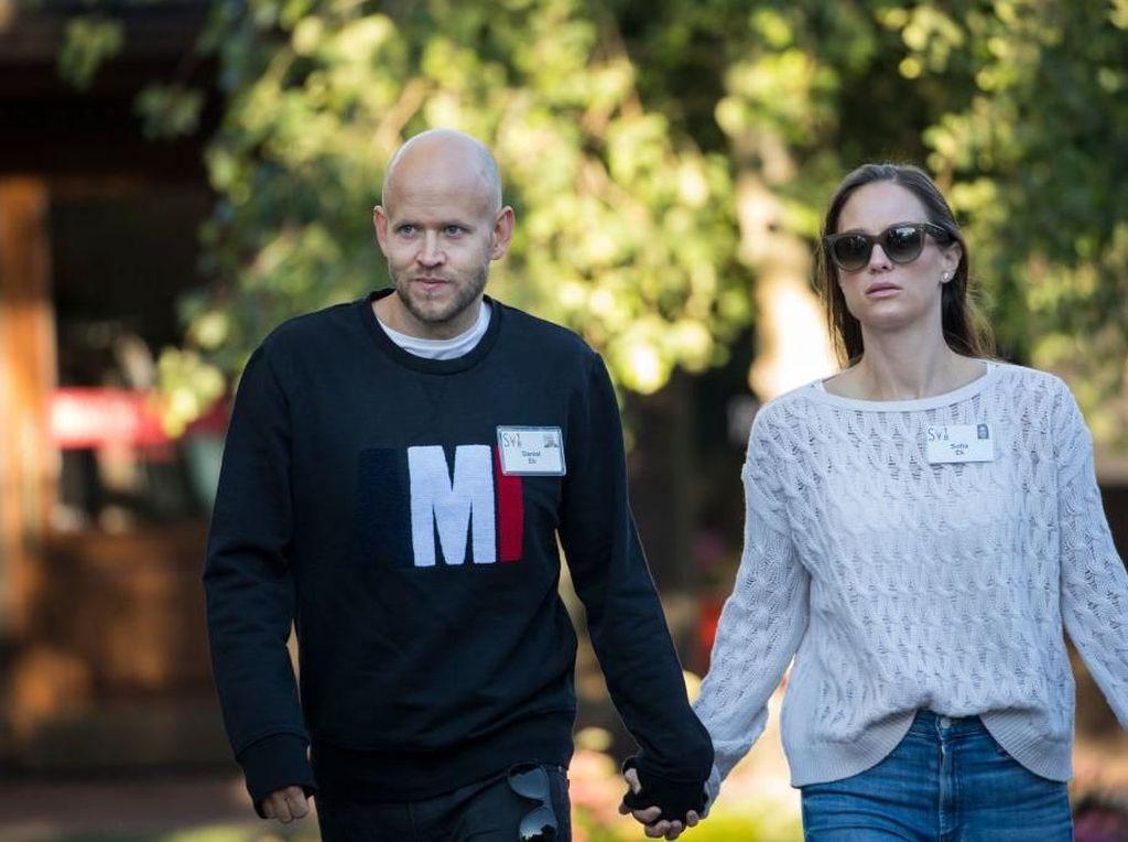 Daniel datang bersama istrinya, Sofia Levander. Foto: Getty Images