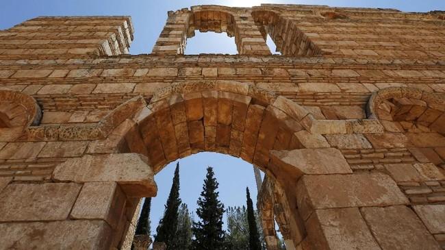 Kota ini bisa dilalui tiga kawasan, yakni Beirut ke Damaskus, Bekaa, dan Joms ke Tiberiade.
