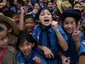 FOTO: Ekspresi Bahagia Sambut Penyelamatan Remaja dari Gua