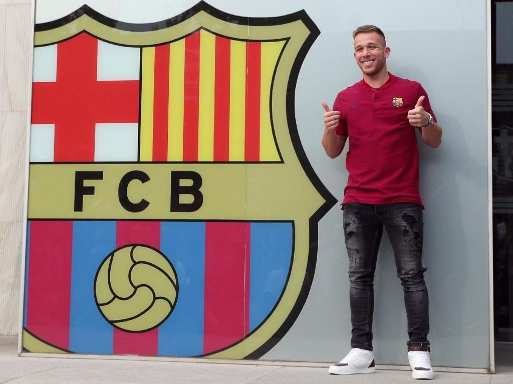 Barcelona mendatangkan Arthur Melo dari Gremio dengan nilai transfer 31 juta euro. Foto: Albert Gea/Reuters