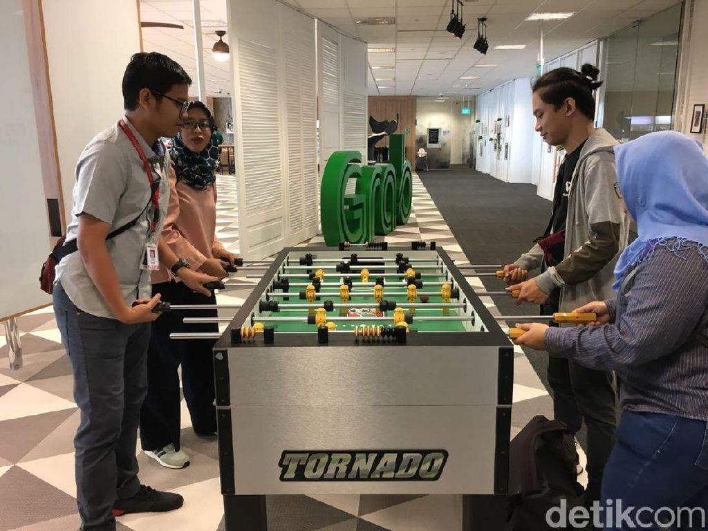 Lagi pusing karena kerjaan? Bisa main foosball. Foto: detikINET/Agus Tri Haryanto