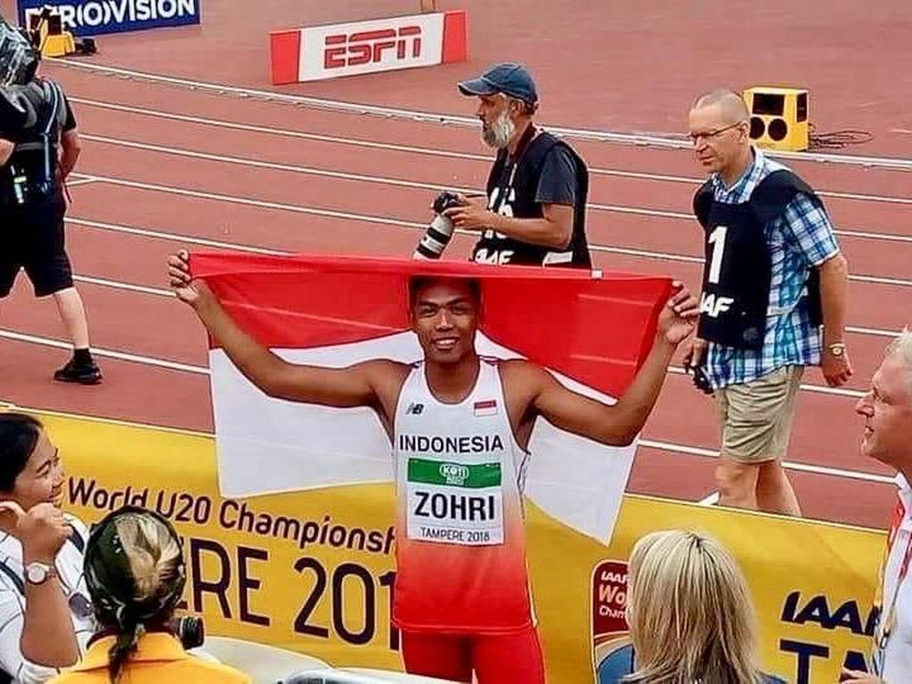Perayaan Lalu Muhammad Zohri dengan bendera merah putih usai memastikan diri jadi juara nomor 100 meter (ist)