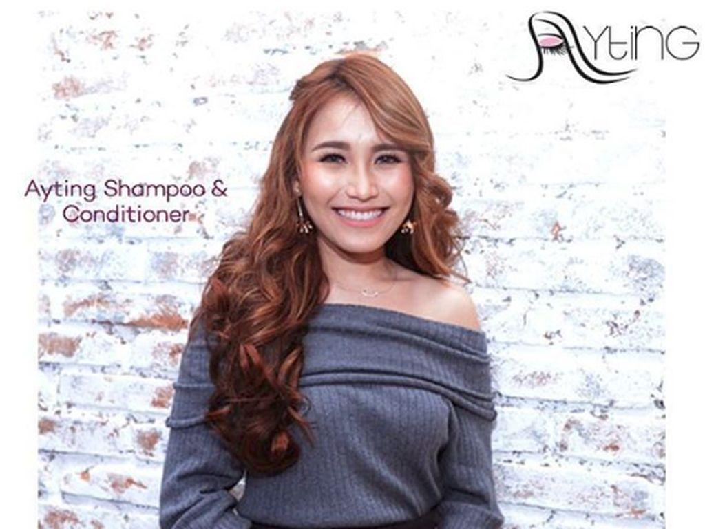 Ayu Ting Ting mengeluarkan produk kecantikan untuk rambut berupa shampo dan conditioner. Dok. Instagram/ayutingting92