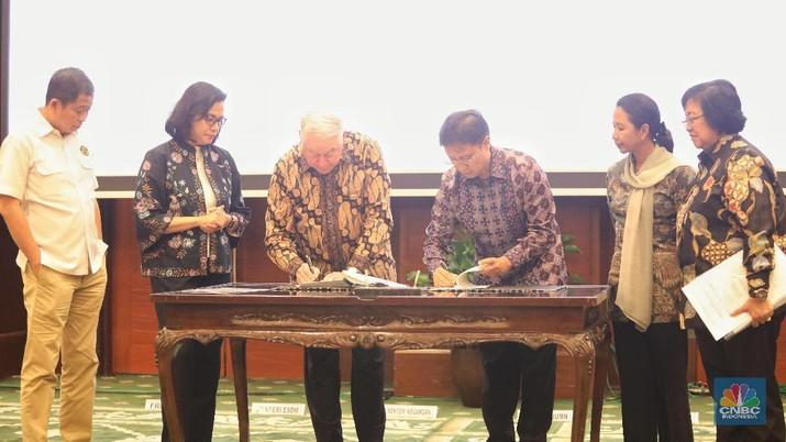Indonesia meneken perjanjian awal dengan Freeport McMoran untuk mengambil alih 51% saham di PT Freeport Indonesia (PTFI).