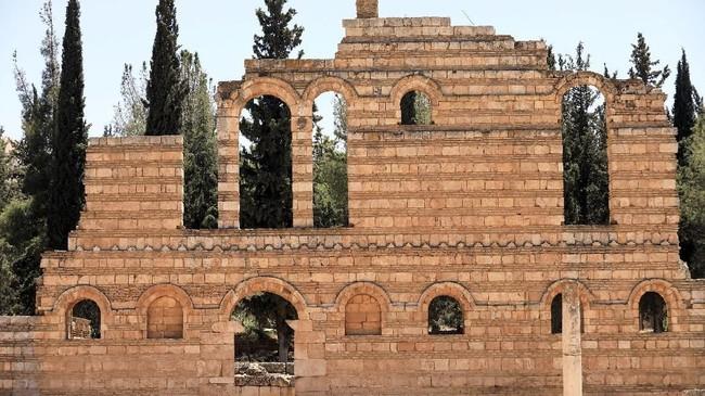 Kotaini dibangun pertama kali oleh Kalifah Walid Ibn Abd Al-Malak (705-715) pada awal abad ke-delapan.