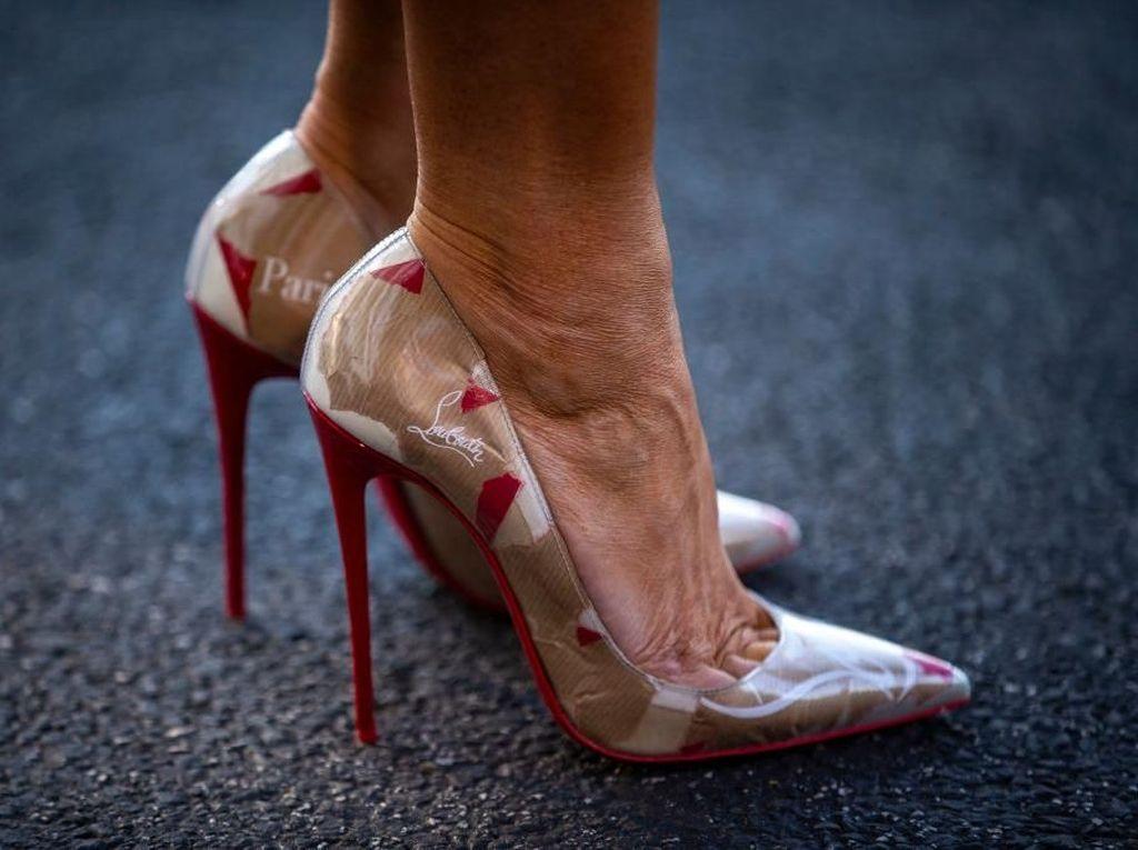 Foto: Melania Trump Elegan Pakai Sepatu dari Kantong Kertas Bekas