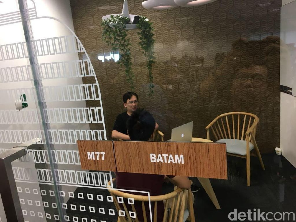 Di setiap tempat meeting, Grab menamakan ruangannya dari nama-nama kota di ASEAN. Bandung, Jakarta, Surabaya, Batam termasuk nama ruangan meeting sesuai kebutuhan karyawan Grab. Foto: detikINET/Agus Tri Haryanto