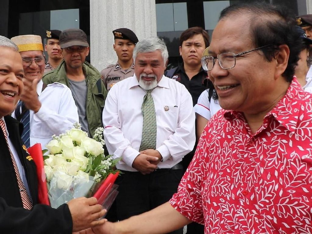 Meski MK menolak gugatan uji materi terhadap ketentuan PT, ada dua dari sembilan hakim konstitusi menyatakan dissenting opinion, yakni Saldi Isra dan Suhartoyo. Pool/dok. RR.