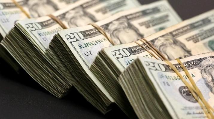 Para analis memperkirakan keperkasaan dolar AS dan gejolak ekonomi global masih akan terus berlanjut.