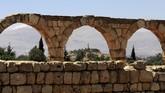 Pemandangan reruntuhan kota Umayyad di Anjar, Lebanon.