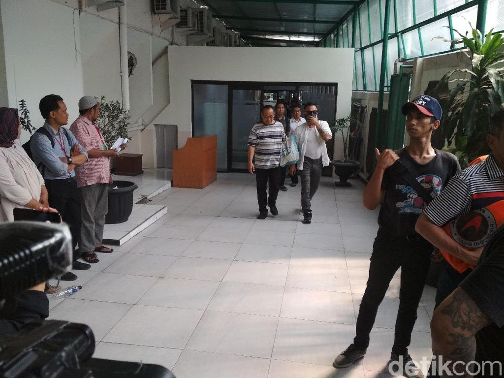 Tio Pakusadewo saat ditemui Pengadilan Negeri, Jakarta Selatan, Kamis (12/7). Foto: Hanif Hawari/detikHOT