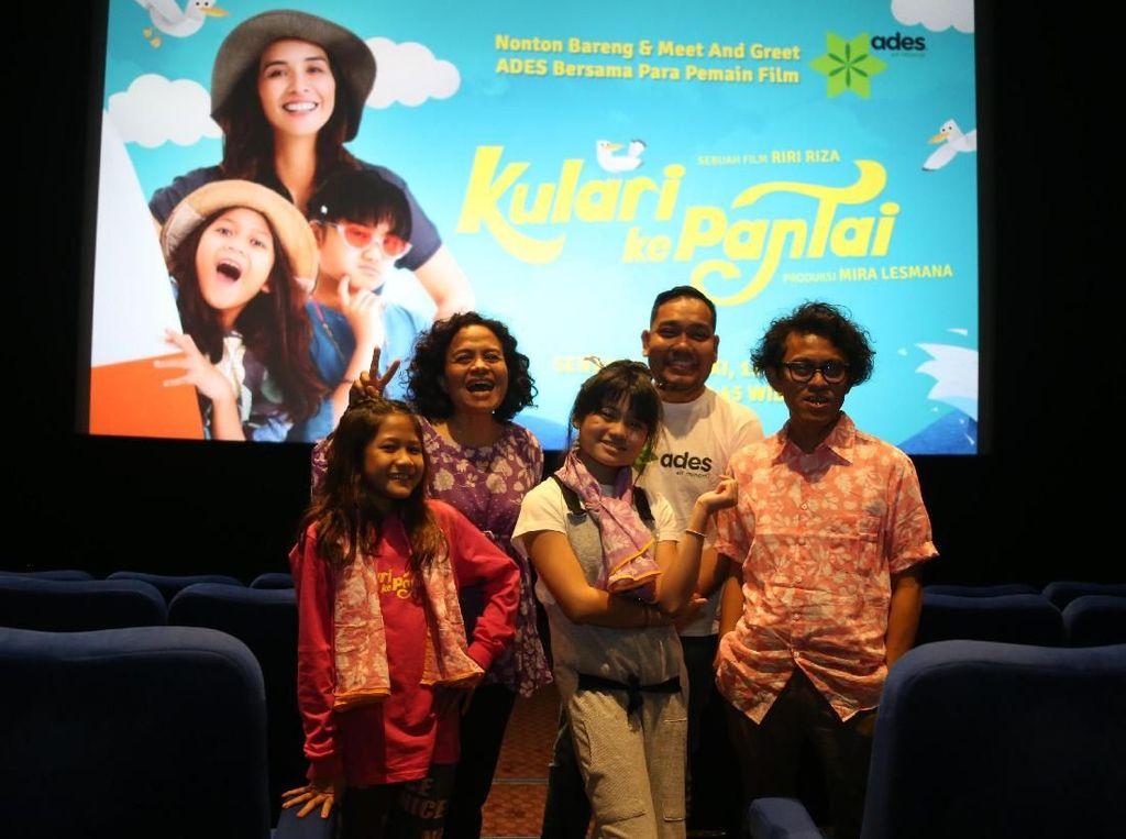 Selain menampilkan drama keluarga, film ini juga kental menampilkan keindahan alam Indonesia. Pool/Miles Films.