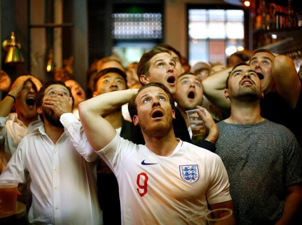 Unggul duluan lewat Kieran Trippier, Inggris lantas berbalik tertinggal usai dibobol Ivan Perisic dan Mario Mandzukic. REUTERS/Henry Nicholls.