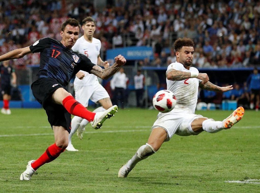 Dari dua pertandingan semifinal Piala Dunia 2018, hanya Mario Mandzukic-lah penyerang murni yang bikin gol. Golnya di babak tambahan memastikan kelolosan Kroasia saat menghadapi Inggris. Mandzukic menunjukkan dirinya lebih baik dari Olivier Giroud (Prancis), Harry Kane (Inggris), dan Romelu Lukaku (Belgia). (Foto: Reuters)