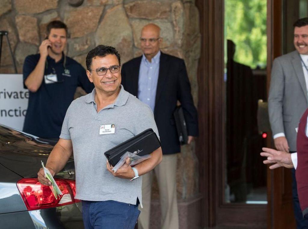 Ini adalah Omid Kordestani, Executive Chairman Twitter. Meski pertemuan sangat serius, pengunjung dipersilakan mengenakan pakaian sesuka mereka. Foto: Getty Images
