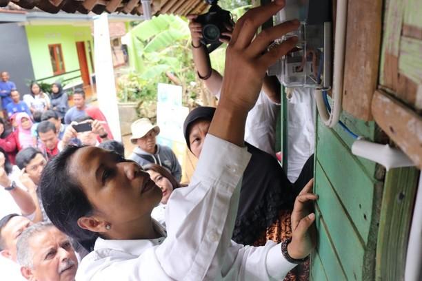 Aksi Rini Cek Meteran Listrik di Tasikmalaya