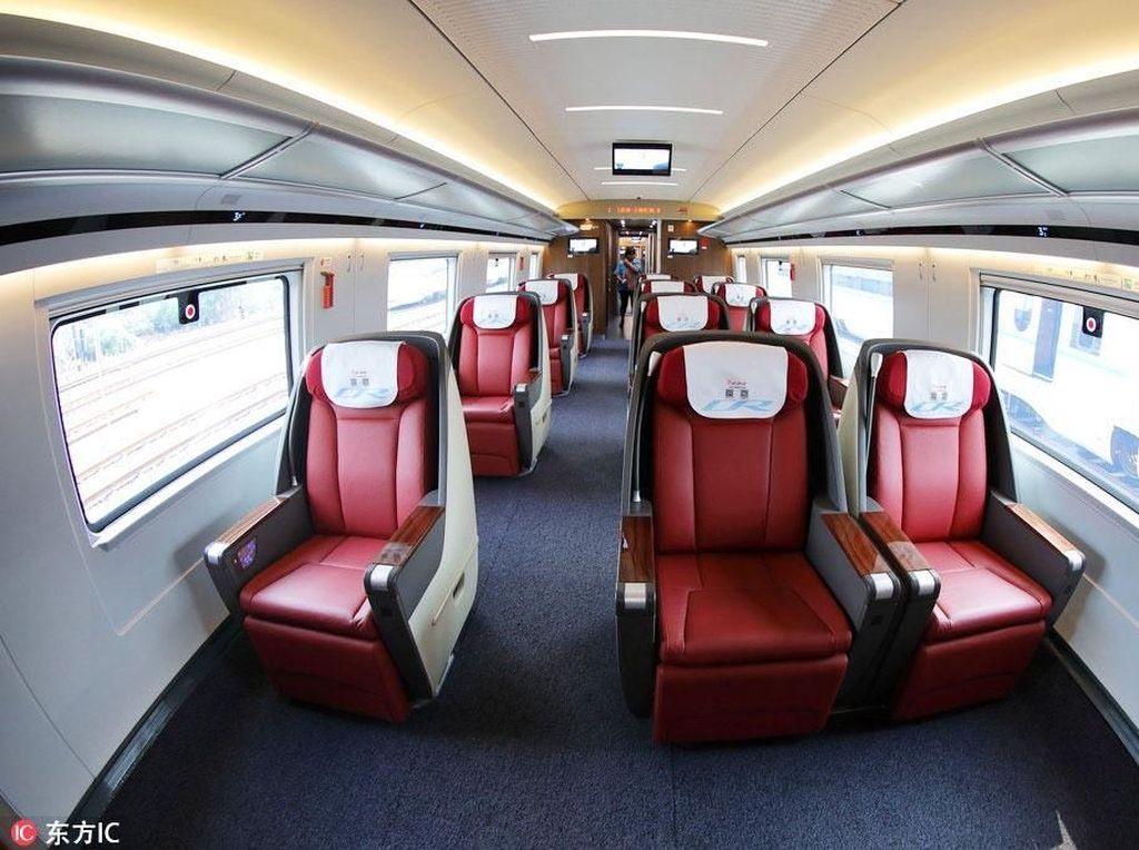 Dengan 16 gerbong, kereta cepat ini bisa melaju dengan membawa hampir 1.200 penumpang sekali trip. Chinaplus/Istimewa.