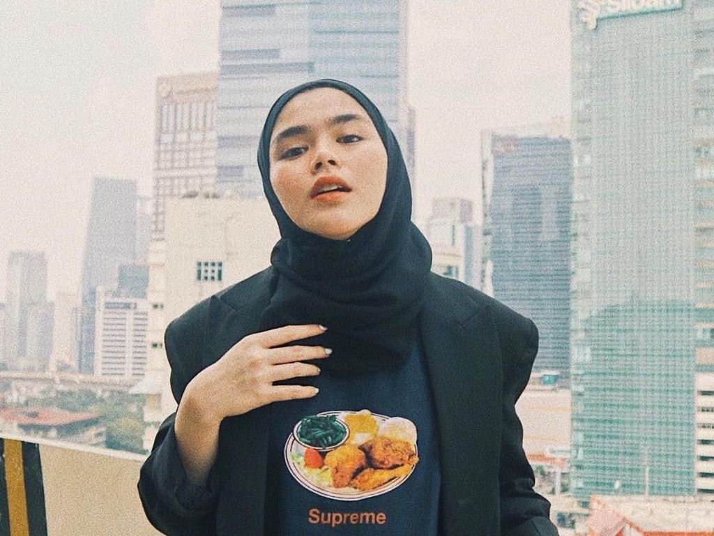 Gaya Khas Sivia Azizah, Tak Pernah Pakai Hijab Selain Warna Hitam