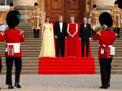 Bikin Shock! Gaya Melania Trump di Inggris Bernilai Rp 43,5 miliar