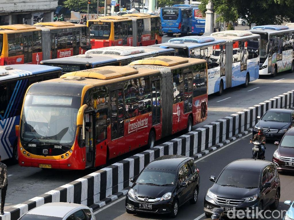 Pihak PT Transjakarta juga akan menyediakan kendaraan penghubung di beberapa titik lokasi Asian Games.