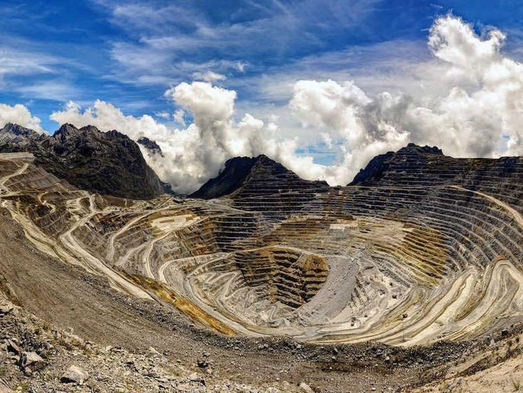 Tambang Grasberg di Papua yang merupakan salah satu tambang emas terbesar di dunia. Miningglobal.com/Istimewa.