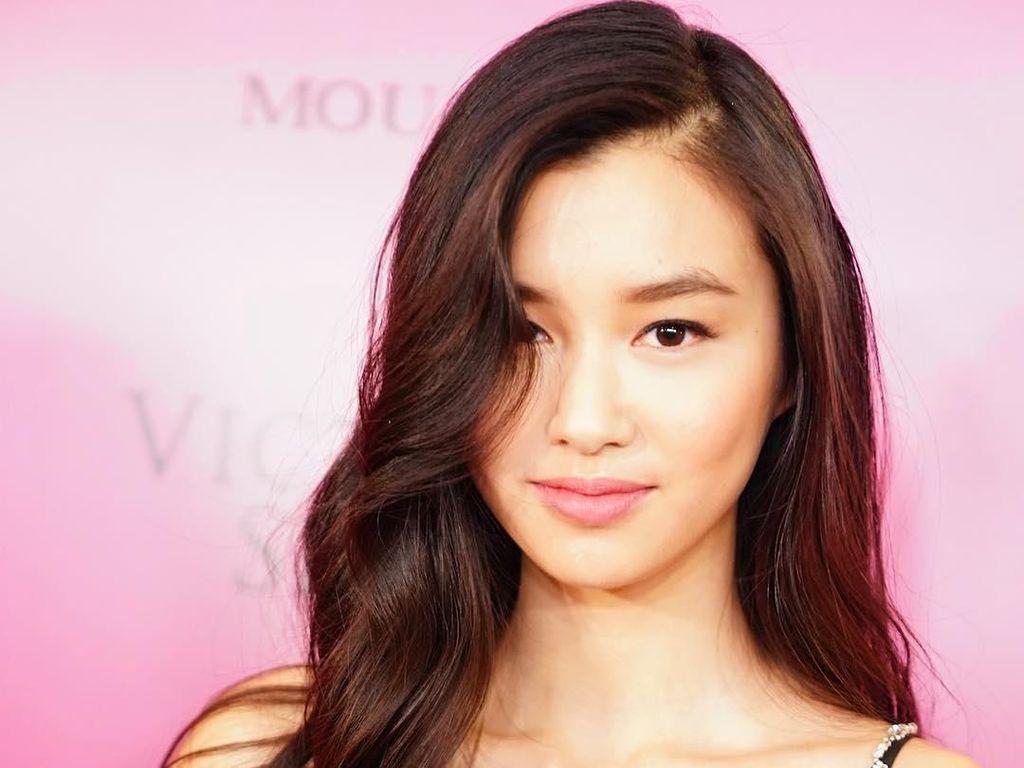 Gaya Memesona Estelle Chen, Model Victorias Secret yang Berwajah Asia