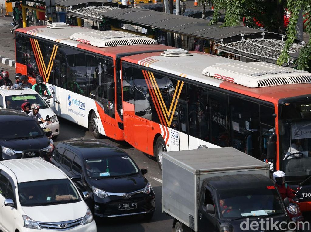 Penggunaan bus TransJ tersebut karena di tempat-tempat berlangsungnya pertandingan tidak dimungkinkan untuk parkir.
