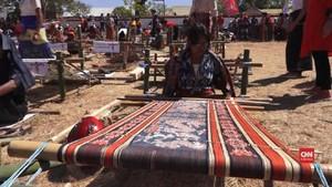 VIDEO: Penenun Sumba Khawatir Motif Ditiru