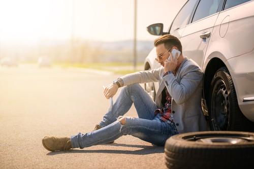 Duh! 45% Wanita Ilfeel dengan Pria yang Nggak Bisa Ganti Ban Mobil
