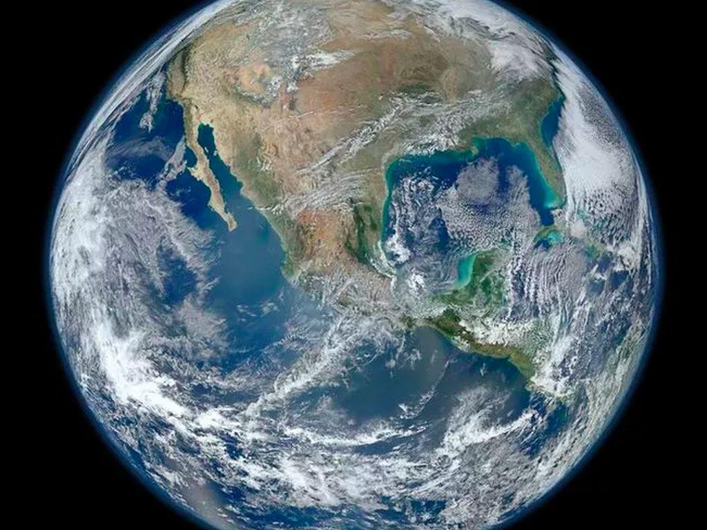 The Blue Marble: Satelit Suomi NPP milik NASA yang bertugas untuk mengobservasi perubahan-perubahan yang terjadi pada Bumi berhasil menangkap gambar ini pada 4 Januari 2012. Foto: NASA