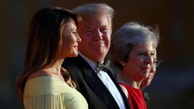 Tiba di Inggris, Donald Trump Disambut Lagu The Beatles