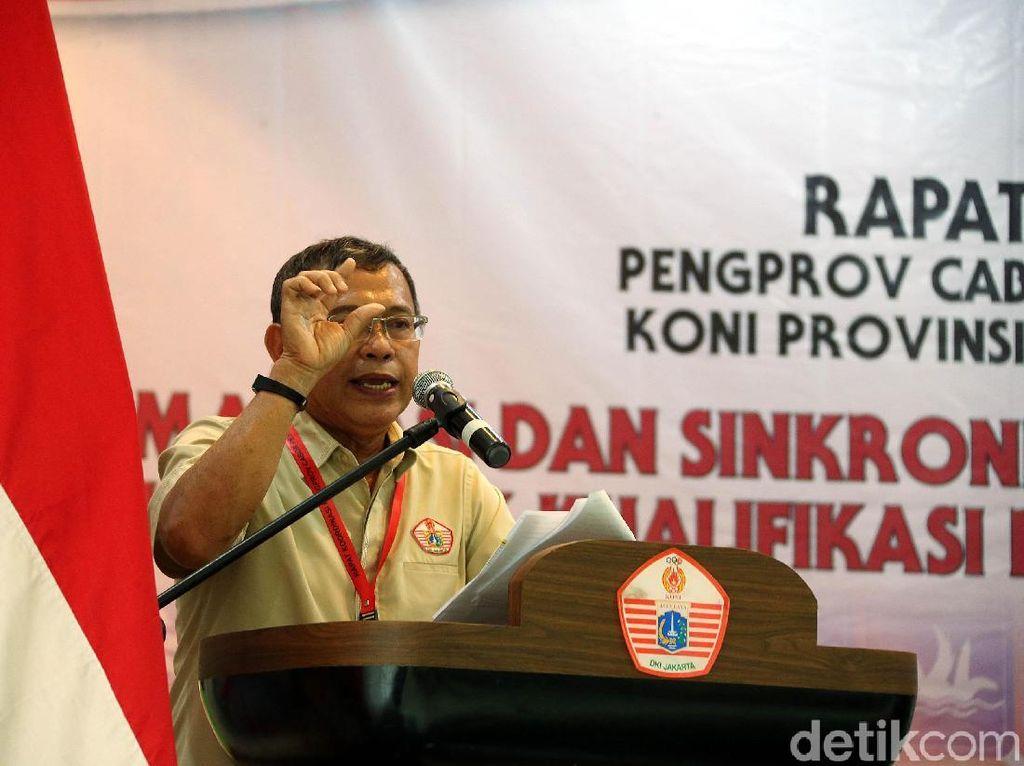 Ketua Umum KONI DKI Jaya, Djamhuron P Wibowo, saat memberi sambutan kepada para induk cabang olahraga.