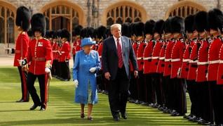 Berjalan di Depan Ratu Inggris, Trump Dikritik