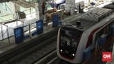 Progres proyek LRT rute Kelapa Gading-Velodrome saat ini sudah mencapai 92 persen. Proyek ini ditargetkan beroperasi 10 Agustus 2018. (CNN Indonesia/ Hesti Rika)