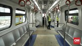 Satu gerbong kereta LRT dapat menampung sebanyak 130 penumpang. (CNN Indonesia/ Hesti Rika)