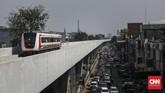 Kapasitas angkut LRT Jakarta fase I ditargetkan dapat mencapai 110.000 orang per hari. (CNN Indonesia/ Hesti Rika)
